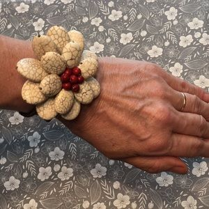 Jewelry - NEW Stone Flower Bracelet